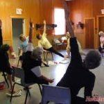 El uso de la silla en el yoga: ponerse en forma sin levantarse